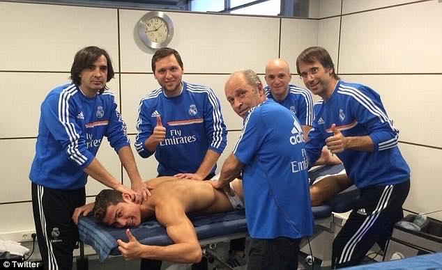 Talán emlékeztek, amikor a daily mail is megírta, hogy C. Ronaldo  autókat vásárolt ajándékba az orvosi stáb tagjainak Madridban, hálája  jeléül