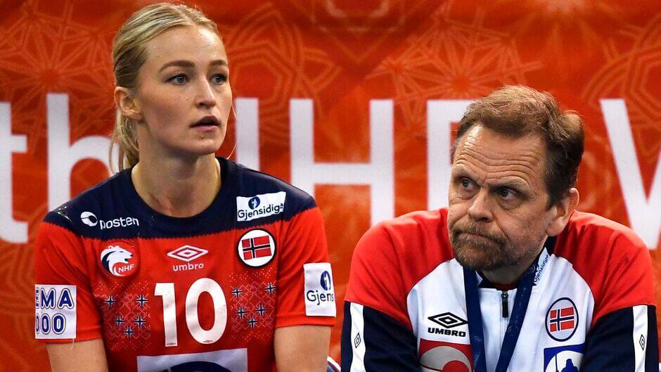 Stine Oftedal és a norvég válogatott szövetségi kapitánya Thorir Hergeirsson, a kézilabda-EB szabályai mindenkire vonatkozni fognak. Fotó: Charly Triballeau Ritzau Scanpix