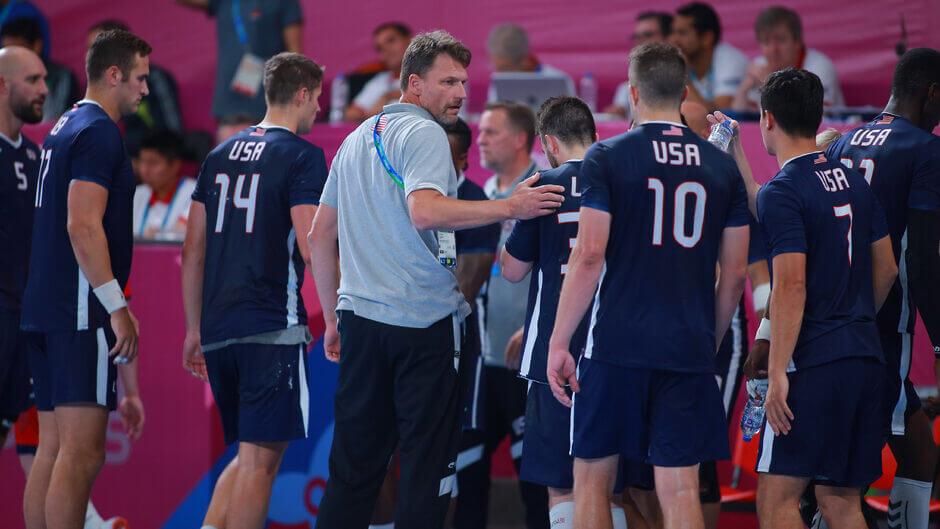Robert Hedin az USA férfi kézilabda válogatott kapitánya házi videók megtekintésével keres játékost csapatához Fotó: Jam Media / Getty Images