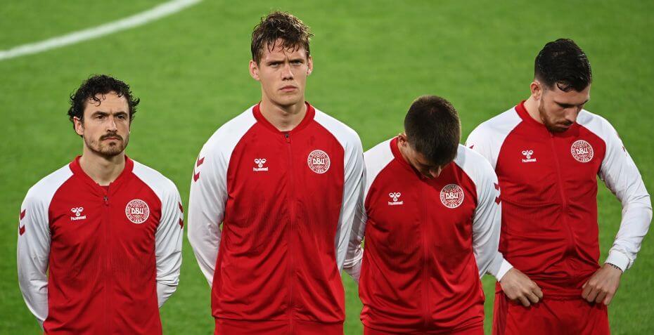 A dán labdarúgó-válogatott tagjai között Thomas Delaney, Jannik Vestergaard, és a jobb szélen álló Pierre Emilie Höjbjerg is külföldi gyökerekkel rendelkezik. (lehajtott fejjel Joachim Maehle)