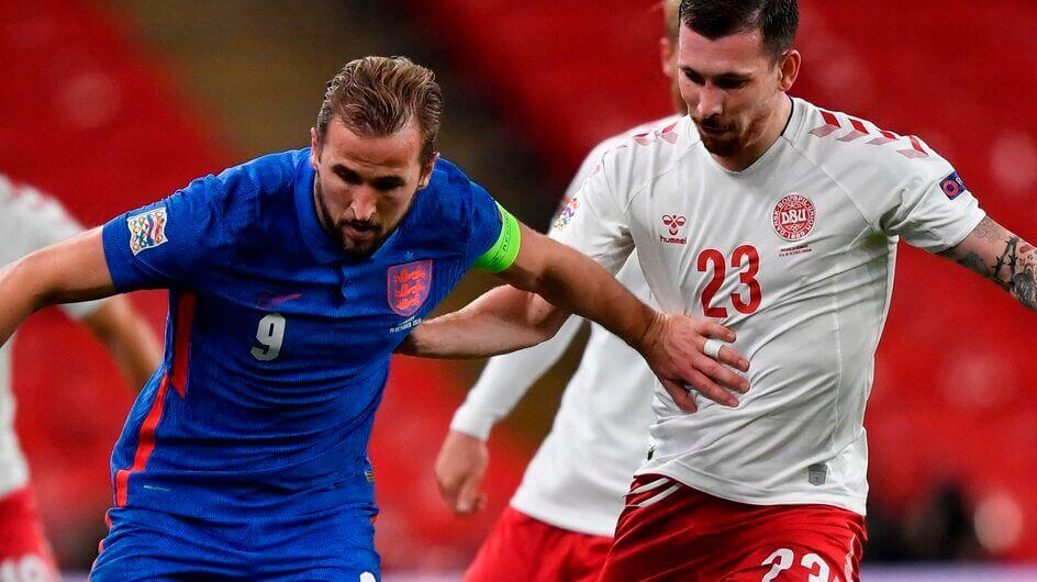 Herry Kane és Pierre-Emilie Højbjerg párharca az őszi összecsapásukon. A dán labdarúgó-válogatott újra megpróbálja majd legyőzni az angolokat. Fotó: Toby Melville / Ritzau Scanpix