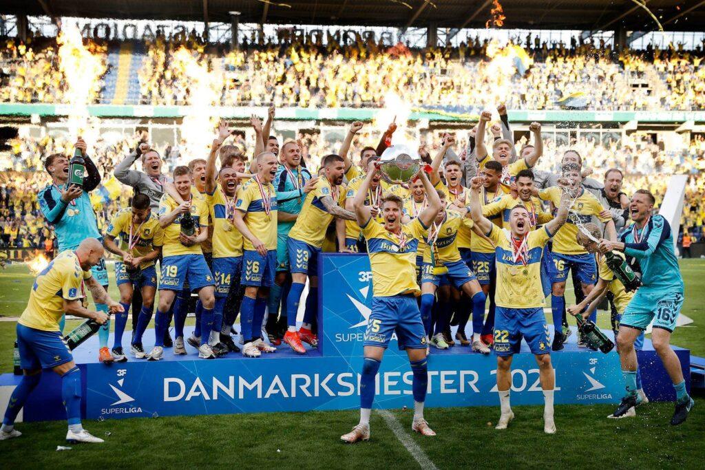 A címvédő Bröndbynek nehéz dolga lesz ha megakarja védeni a bajnoki címét a 2021/2022-es szezonban. Fotó: Superliga.dk